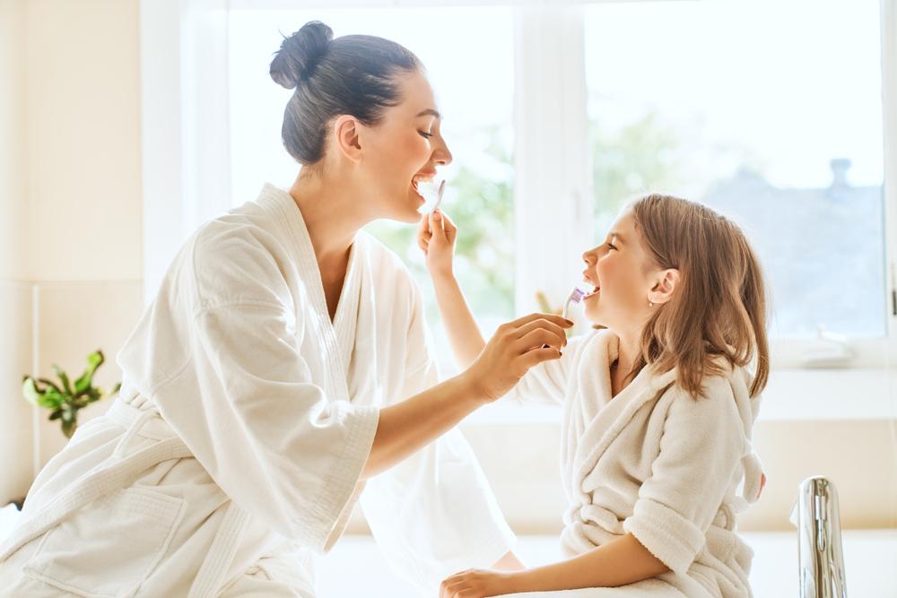 5 طرق للحفاظ على أسنان طفلك صحية وقوية